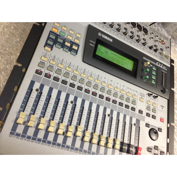 pre owned yamaha o1v 24 channel digital mixing console rackmountable mixer ebay. Black Bedroom Furniture Sets. Home Design Ideas