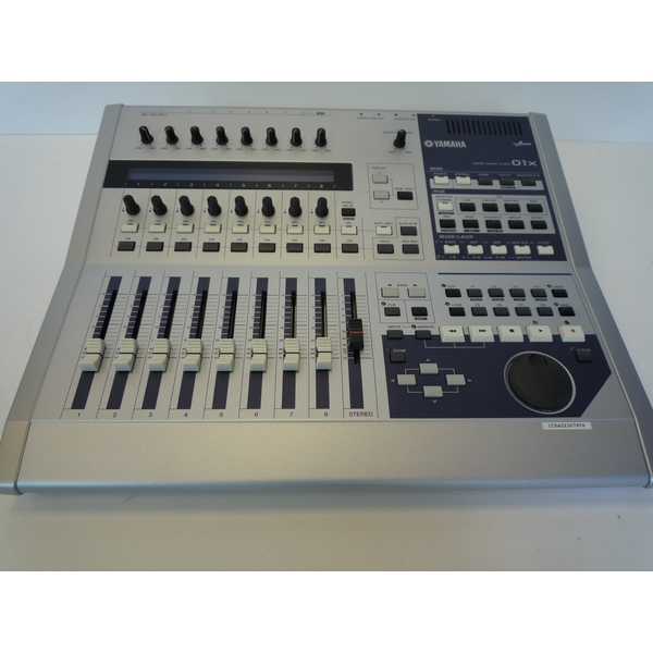 pre owned yamaha 01x 28 channel digital studio mixing console mixer ebay. Black Bedroom Furniture Sets. Home Design Ideas